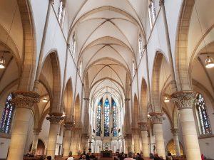 Gottesdienstbesucher im klassischen Gottesdienst