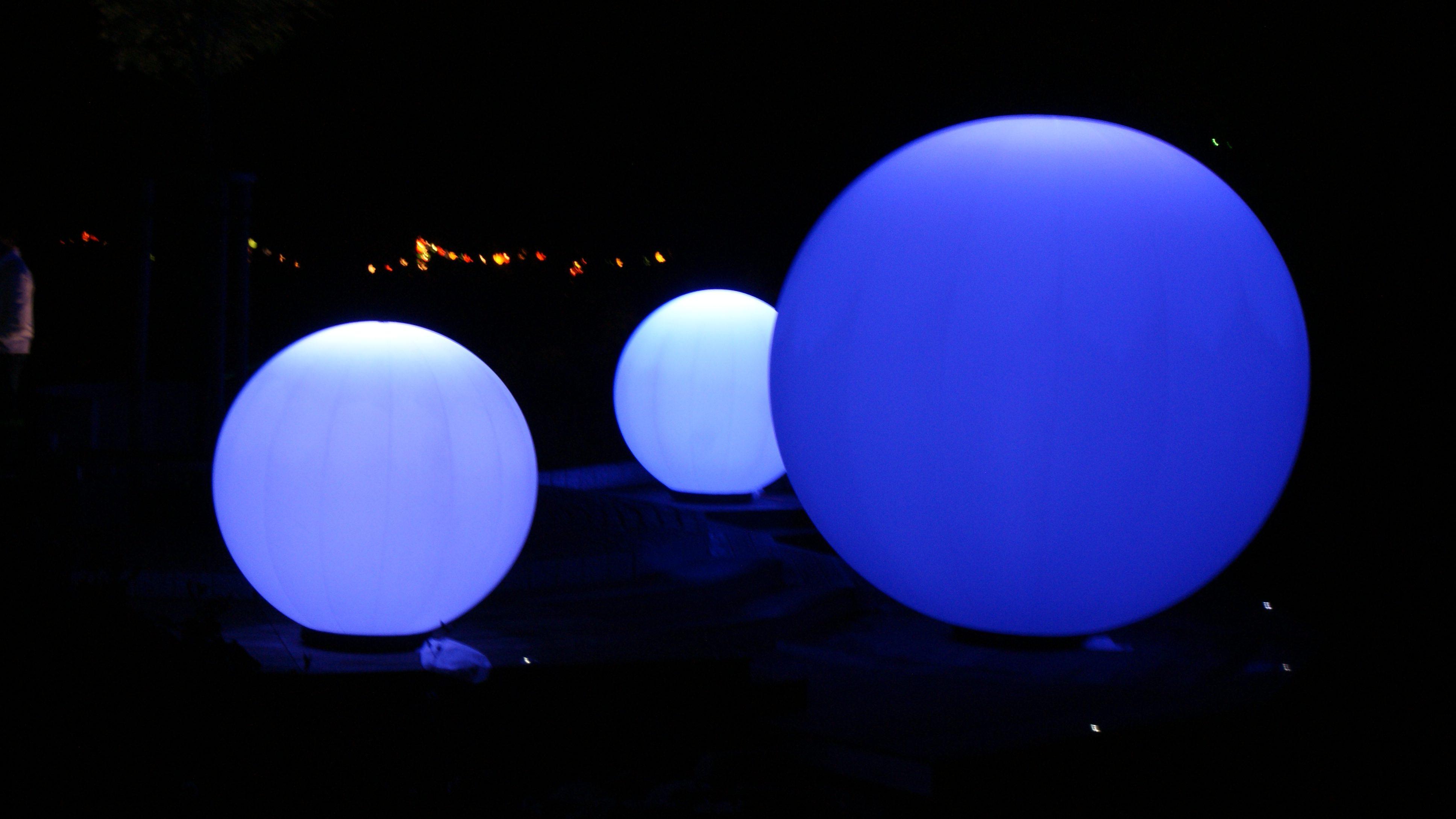Blaue Lichtkugeln